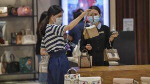 Turisti cinesi shopping tax free